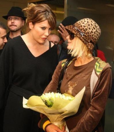 Paris Hilton'a yol boyunca Deniz Akkaya eşlik etti.